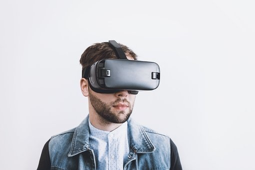 10 VR and AR immersive learning tools